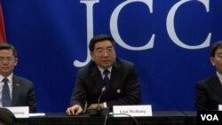 中国发改委副主任连维良承诺改进反垄断执法措施(美国之音黎堡拍摄)
