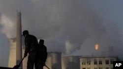 Akumulasi gas rumah kaca akibat polusi oleh asap industri yang terus meningkat, memicu tahun 2013 sebagai salah satu tahun terpanas dalam sejarah (foto: ilustrasi).