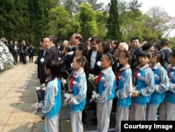 2017年4月15日,李昭骨灰在胡耀邦陵墓安葬仪式现场。(钱江拍摄)