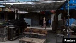 Wani shagon sayar da kayan lambu a Aleppo wanda babu komi cikinsa