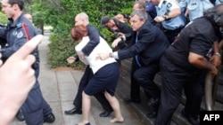 Австралійська поліція врятувала прем`єр-міністра від розлюченого натовпу
