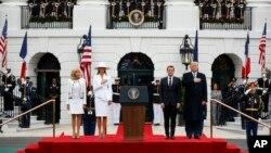 Урочиста церемонія вітання Макронів до Білого дому