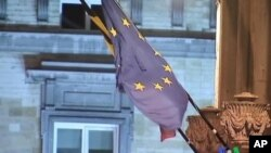 มาตรการรัดเข็มขัดของรัฐบาลทั่วยุโรปกำลังสร้างความหวาดวิตกในหมู่ชาวยุโรปไม่ว่ารวยหรือจน