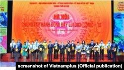 Ảnh tư liệu - Chính quyền Hà Nội tổ chức chương trình quyên góp cho Quỹ vắc-xin COVID-19 hôm 19/6.