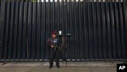 La embajada de Estados Unidos emitió un mensaje de emergencia para que los ciudadanos estadounidenses eviten viajar a Oaxaca.