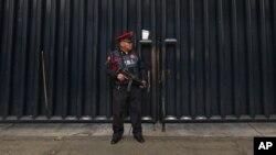 Militares y policías federales asumen el control de buena parte de territorio mexicano para frenar la ola de violencia, el crimen organizado y la corrupción.