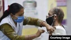 Tiêm vaccine ở Ấn Độ.