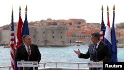 Državni sekretar SAD Majk Pompeo i premijer Hrvatske Andrej Plenković, na zajedničkoj konferecniji za štampu u Dubrovniku, Hrvatska, 2. oktobra 2020. (Foto: Rojters)