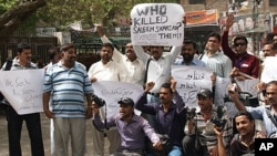 Pakistani journalists protest against a killing of a Pakistani journalist Saleem Shahzad, in Hyderabad, Pakistan, June 1, 2011.