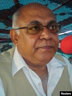 میر حاصل خان بزنجو نے الزام لگایا کہ صوبے میں ریٹرننگ افسران ایف سی کے کیمپوں میں بیٹھ کر نتائج تیار کر رہے ہیں۔ (فائل فوٹو)