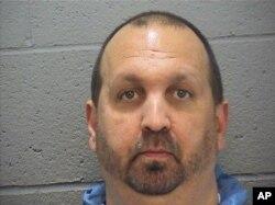 Katil zanlısı Craig Stephen Hicks birinci dereceden üç ayrı cinayet suçuyla yargılanacak.