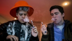 """Elektron sigaretalar Amerika yoshlari orasida """"moda"""""""