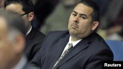 Uno de los policías acusados, Manuel Ramos, enfrenta cargos de asesinato en segundo grado.
