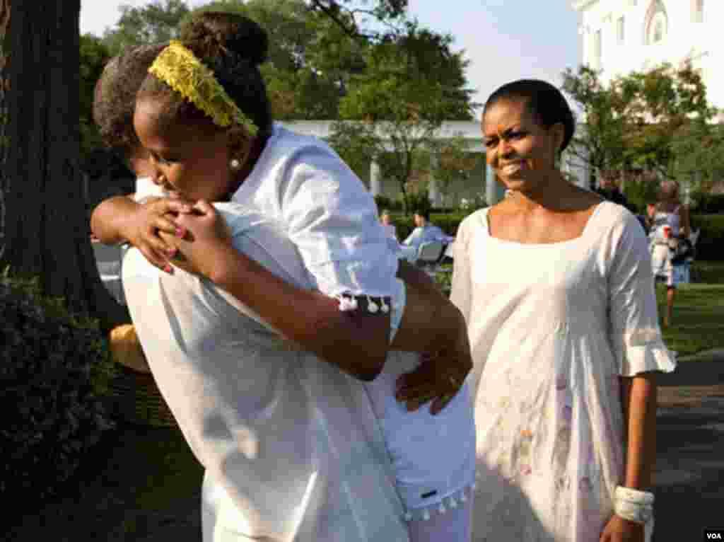8. Avgust 2010: Predsjednik Barack Obama proslavio je na zabavi u dvorištu Bijele kuće 49. rođendan.