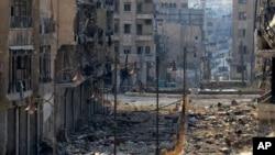 Quang cảnh hoang tàn sau trận chiến giữa quân nổi dậy Syria và quân chính phủ Syria ở Aleppo, Syria, 4/9/2013. (AP Photo/Aleppo Media Center, AMC)