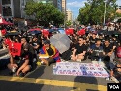 """週日,數千台灣人在台灣立法院外集會,支持香港民眾""""反送中""""抗爭運動。(蕭洵拍攝)"""