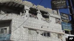 在霍姆斯的民居遭到軍方損毀。