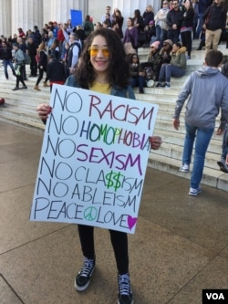 2018年美国华盛顿的女性大游行与集会参与者希望打破不平等,社会有更多包容。(美国之音扬之初拍摄)