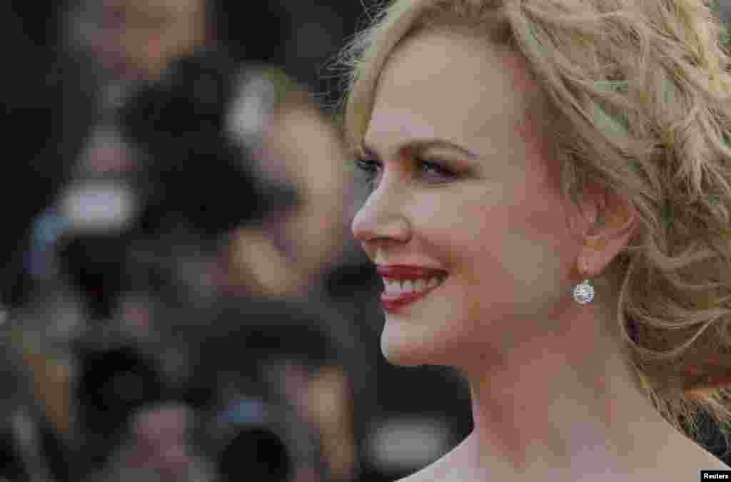 Thành viên ban giám khảo Nicole Kidman tạo dáng chụp ảnh trên thảm đỏ khi đến dự lễ bế mạc LHP Cannes, ngày 26 tháng 5, 2013.