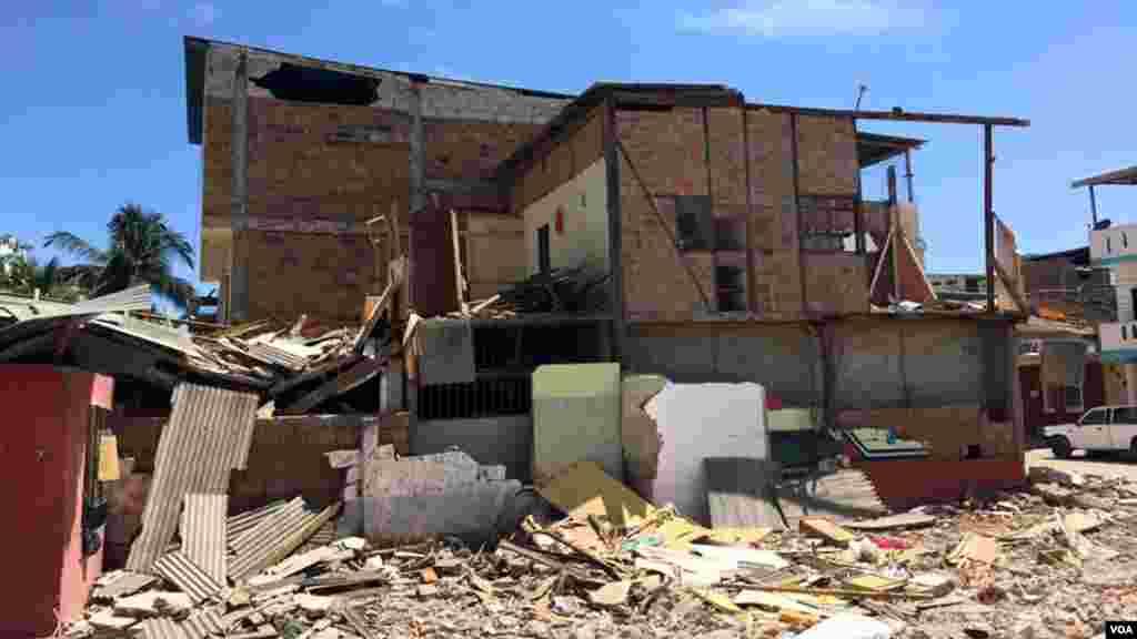 Para muchos ecuatorianos los temblores, y las más de 1.500 réplicas, les ha hecho cambiar sus vidas.