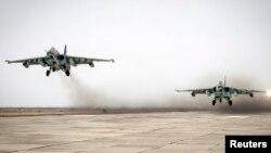 Hai máy bay chiến đấu Sukhoi cất cánh từ khu vực Stavropol, miền nam Nga trong cuộc tập trận ngày 12/3/2015.