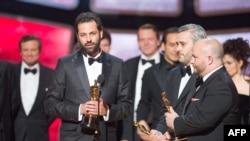 Emile Sherman, Iain Canning và Gareth Unwin nhận giải Oscar® Phim Hay Nhất trong năm cho phim 'The King's Speech' tại Hollywood, tối 27/2/2011