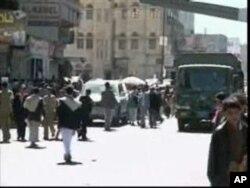 Des Yéménites dans la rue