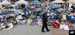 An officer looks at memorial for killed Dallas officers.