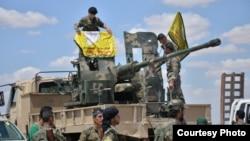 ISIL 거점지인 락까 지역 탈환 작전에 투입된 시리아 민병대가 24일 전투 준비를 하고 있다.