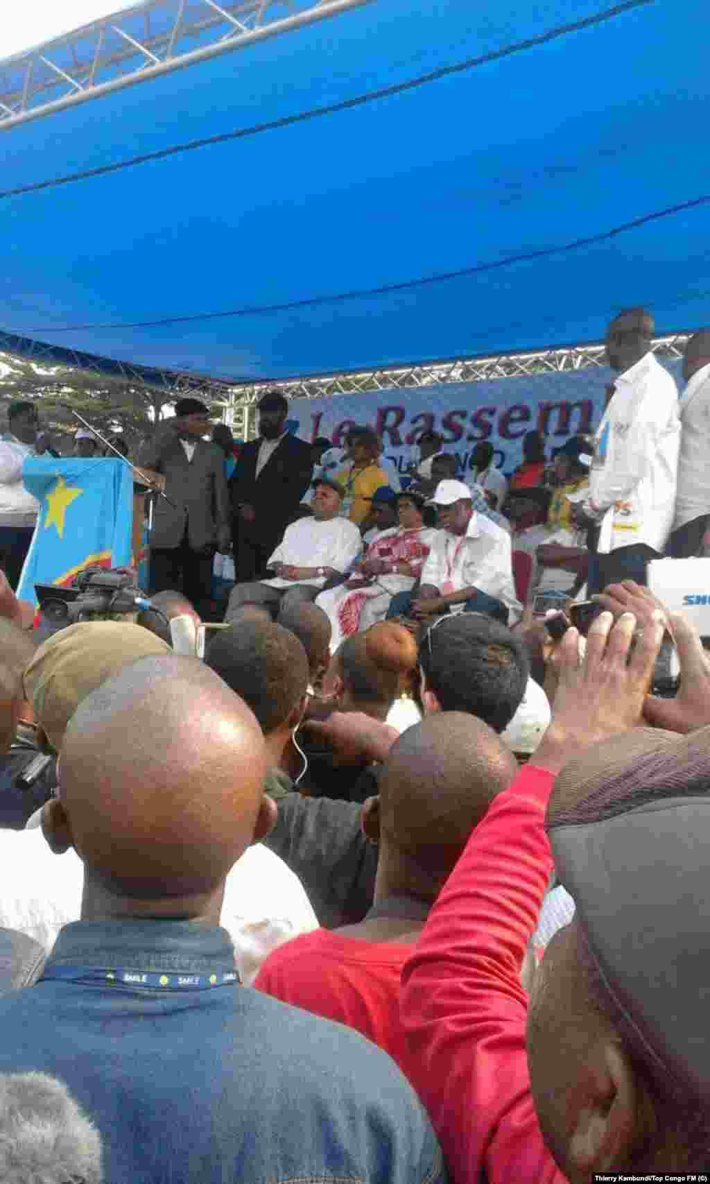 Des milliers de Congolais massés à Kinshasa pour écouter l'opposant historique en RDC. (Thierry Kambundi/Top Congo FM)