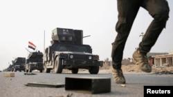 Un membre des forces spéciales irakiennes sur une route près de Mossoul, Irak, le 25 octobre 2016.