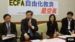 台湾在野党台联党立委许忠信召开有关ECFA的记者会(美国之音 张永泰拍摄)