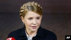 Юлія Тимошенко виступає на прес-конференції в Донецьку 22 квітня