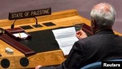 Duta Besar Palestina untuk PBB Riyad Mansour membacakan pernyataan dari presiden Dewan Keamanan PBB dalam pertemuan di markas besar PBB di New York.