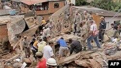 Рятувальники працюють у зоні стихійного лиха