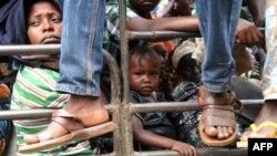 지난해 12월 중앙아프리카공화국 다마라 시 주민들이 폭력 사태를 피해 떠나고 있다.