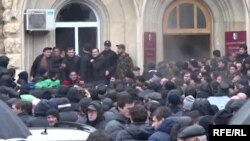 В Сухуми представители оппозиции захватили здание администрации президента самопровозглашенной Абхазии.