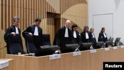 Para hakim di Badhoevedorp, Nederland, Belanda, bersiap memulai sidang untuk mengadili empat terdakwa terkait jatuhnya pesawat MH17 yang jatuh di Ukraina bulan Juli 2014, 9 Maret 2020.