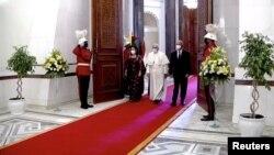 Irak Cumhurbaşkanı Berham Salih, eşi Serbağ Salih ve Papa Francis