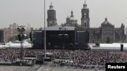 Muchos de los asistentes al concierto pasaron la noche anterior en el Zócalo para conseguir buenos puestos.