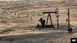 Esta foto, del 30 de julio de 2017, muestra un pozo petrolero controlado por las Fuerzas Democráticas Sirias en el noreste de Siria.