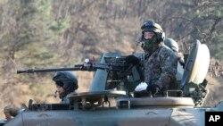 """Tatbikata katılan Güney Kore askerleri"""""""