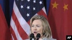 미-중 회담 개막식에서 연설하는 클린턴 미 국무장관