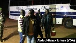 Les Nigériens rapatriés arrivés au Niger, le 6 décembre 2017. (VOA/Abdoul-Razak Idrissa)