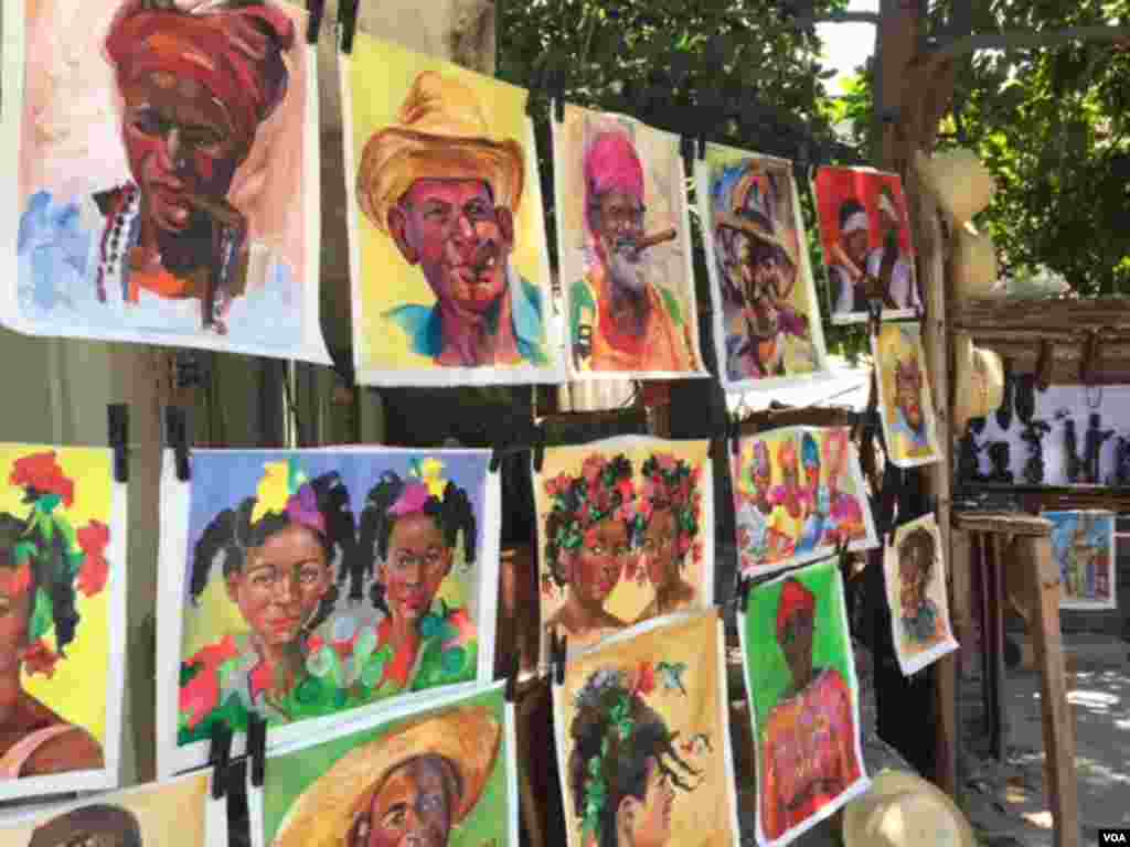 An artist, who displays his art for sale on the street, says he is glad the tension between the U.S. and Cuba is coming to an end, Aug. 13, 2015. (Celia Mendoza/VOA)
