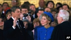 Rais Ronald Reagan akiapishwa, January 21, 1985.