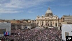 梵帝岡一百多萬人擠滿了聖伯多祿廣場