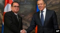 리수용 북한 외무상(왼쪽)이 지난해 10월 모스크바에서 세르게이 라브로프 러시아 외무장관과 회담했다.