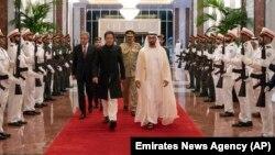 عمران خان وزیرِ اعظم بننے کے بعد سے متحدہ عرب امارات کو دو بار دورہ کرچکے ہیں۔ (فائل فوٹو)
