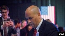 民主党明星、新泽西州联邦参议员科里·布克是希拉里的支持者。(美国之音记者方正拍摄)